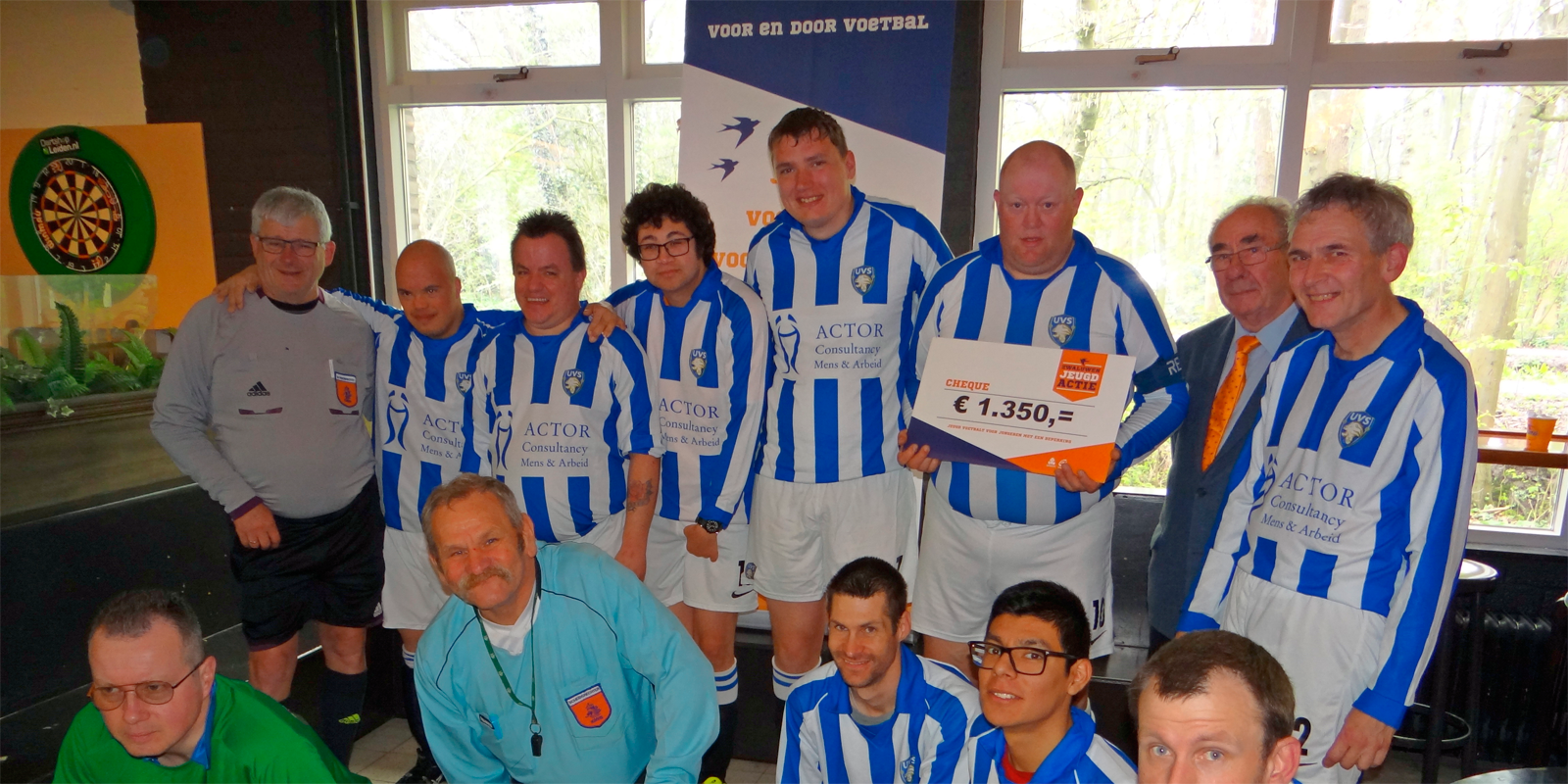 Team UVS met cheque ZJA